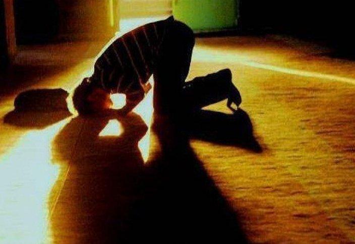 Нуждается ли Всевышний Аллах в наших поклонениях? Почему Всевышний требует от нас совершения поклонения и предупреждает о наказании тех, кто отказывается от совершения поклонения?