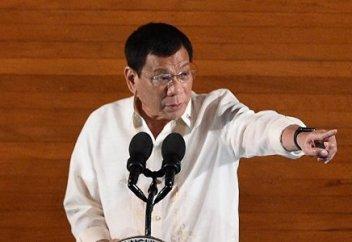 Президент Филиппин приказал стрелять в нарушителей порядка во время карантина