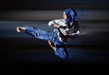 Золотая медалистка по тхэквондо не собирается снимать хиджаб (фото)