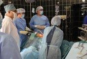 Казахстанские хирурги показали, как удалили щитовидку без разрезов