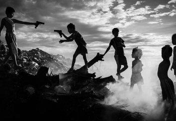 """""""Дети, свалка, два ствола"""". 40 эмоциональных снимков фотоконкурса #Photojournalism2020"""