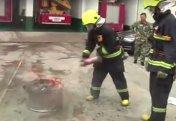 """Шартарап: Қытайлық құтқарушылар өртті """"Кока-коламен"""" өшіруді ұсынды (видео)"""
