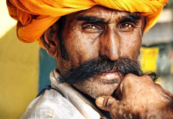 Үндістанда 24 жыл жұмысқа келмеген шенеунік қызметінен қуылды