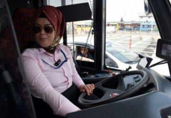Түркияда тек әйелдерге арналған троллейбус жүре бастады (фото)