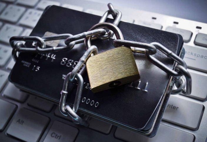 В РК банки могут блокировать счета клиента при неуплате налогов. Казахстанцев и оралманов освободили от представления отчета о своих зарубежных счетах