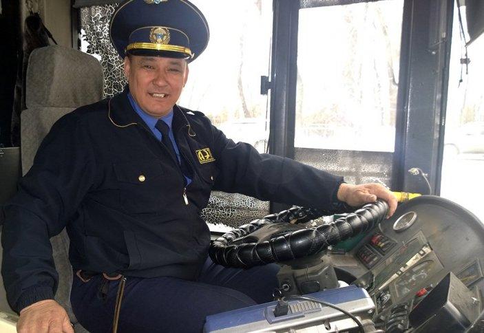 Алматыда автобус жүргізушісі бес тілде сөйлей алады