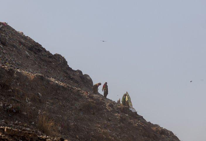 Пирамидадан да үлкен тау-төбе қоқыс үйіндісі (видео)