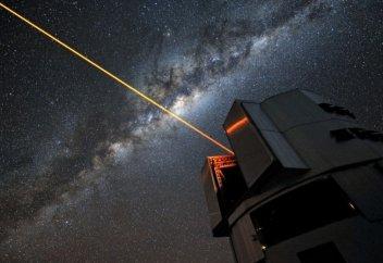 Ученые из Китая предлагают уничтожать космический мусор с помощью лазеров