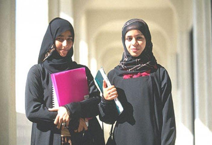 Әзірбайжанда шариғат шәлісін жамылған студенттерді дәріске жібермеді