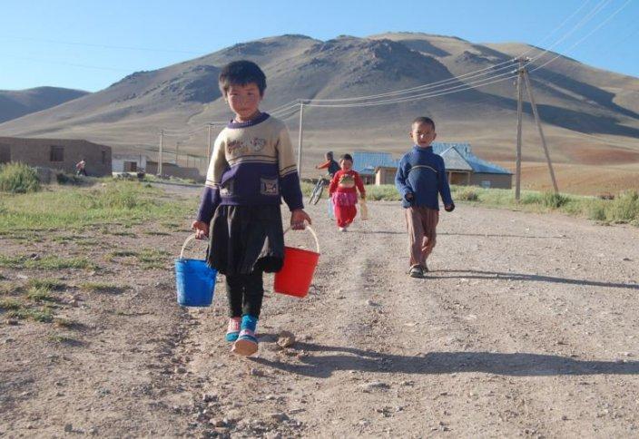 ЮНИСЕФ: Қырғызстанда миллионнан астам бала жоқшылық көруде