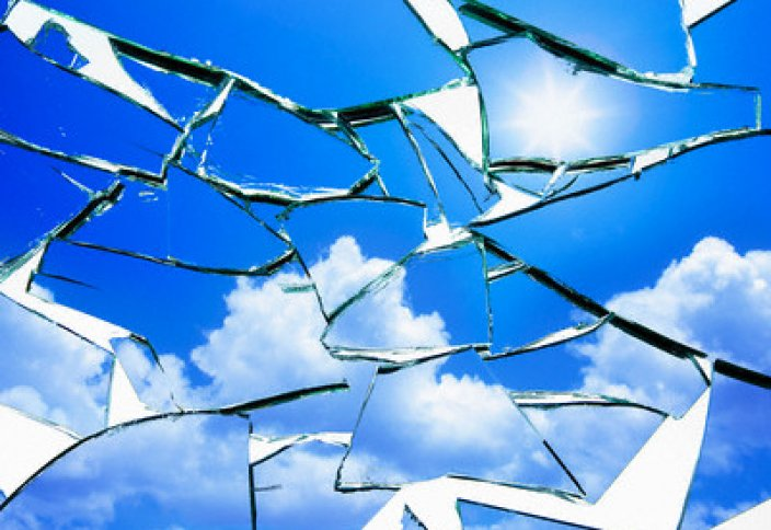 Что будет, если держать в доме разбитое зеркало?