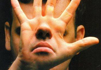 Бытовым насильникам могут запретить 30 дней общаться с жертвами