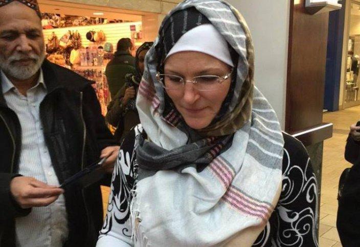 Солидарность – мэр-христианка одела хиджаб