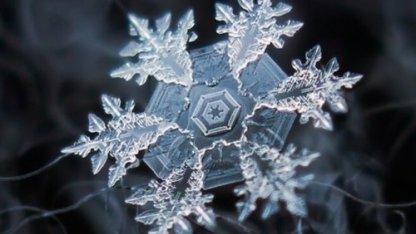 Как выглядят снежинки на макрофотографии: уникальная красота