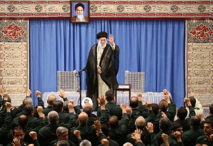 Иранскому колоссу указали на глиняные ноги