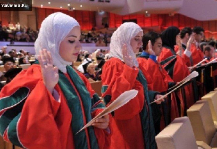 Мусульманка - самый молодой врач в мире
