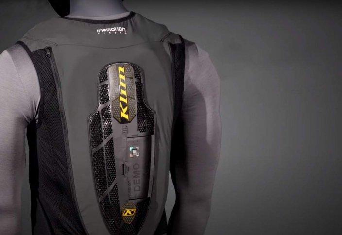 Во Франции выпустили мотожилет с подушкой безопасности по подписке. Если просрочить платеж, она не сработает