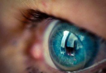 Врачи: контактные линзы могут привести к потере зрения