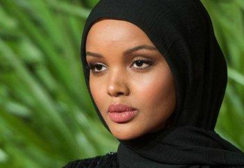 Күніне бес уақыт намаз оқимын: Хиджабтағы бойжеткен қалайша супермодель атанды