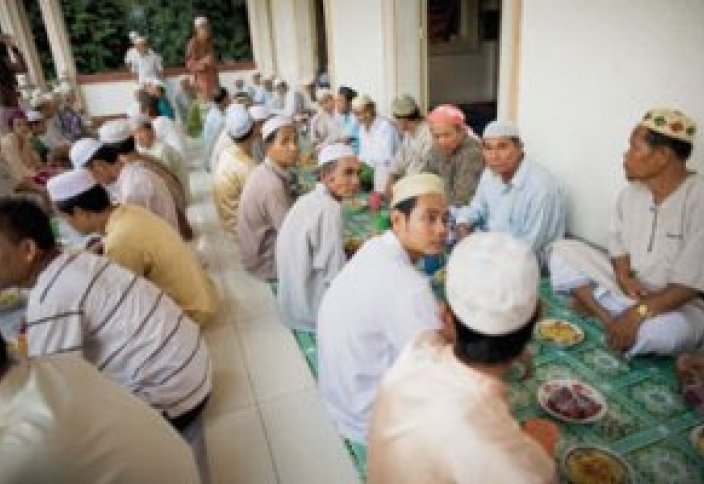Мусульмане со всего мира накормили Камбоджу