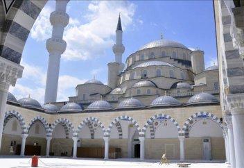 Орта Азиядағы ең үлкен мешіттің құрылысы аяқталды (ФОТО)