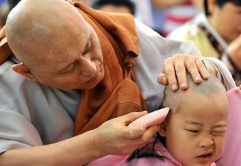 Мұсылман мен буддашының арасында тағдыры талқыға түскен бүлдіршіндер
