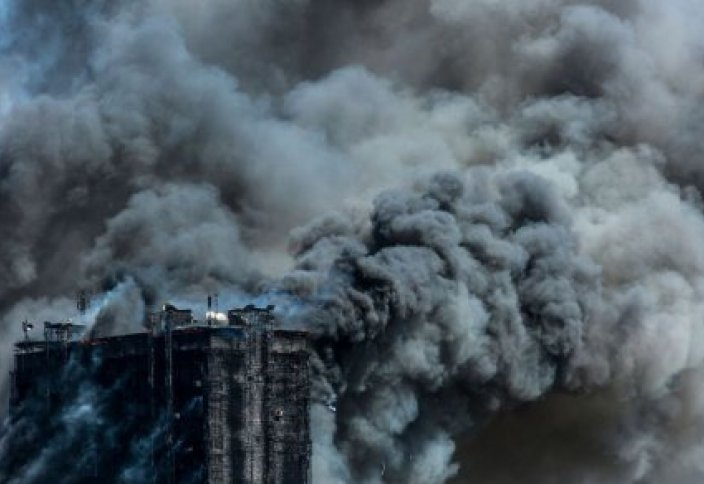 ТРАГЕДИЯ В БАКУ: люди выпрыгивали из окон высотки, спасаясь от огня (видео)