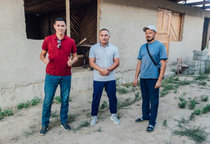 Они строят дома и раздают их бесплатно. Как парни из Талдыкоргана делают одно большое дело