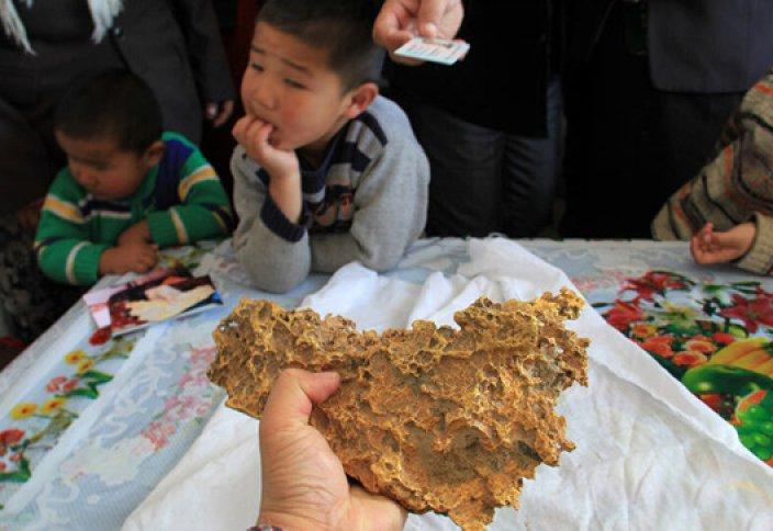 Қытайда тұратын қандасымыз салмағы 8 келіге жуық алтын тауып алды (ФОТО)