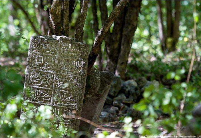 В Крыму жители «оберегают» кладбища