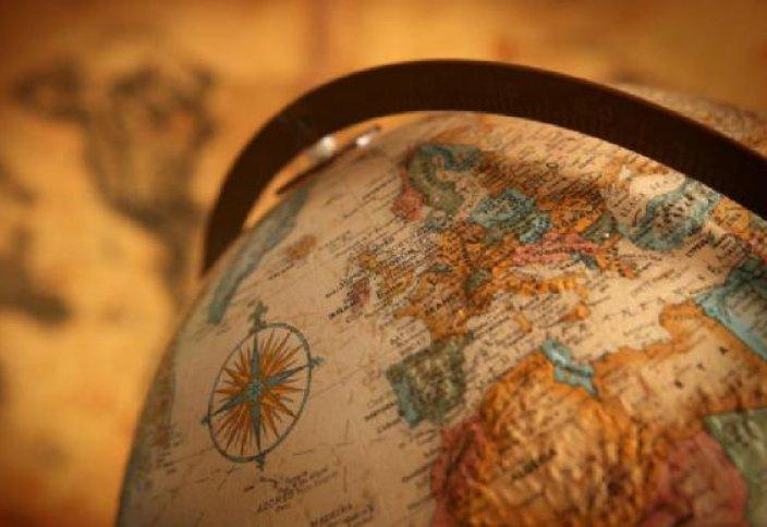 Первый глобус был создан по проекту мусульманского географа Абу АбдАллаhа Мухаммада аль-Идриси (1100–1166)