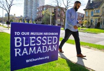 Десятки церквей выставили специальные стенды к Рамадану
