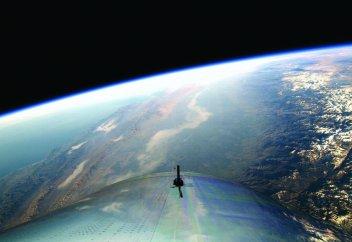 Человек впервые поднялся в космос на частном космическом корабле (видео)
