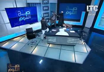Хиджабқа қатысты ойын айтқан имам тікелей эфирде оңбай таяқ жеді (видео)