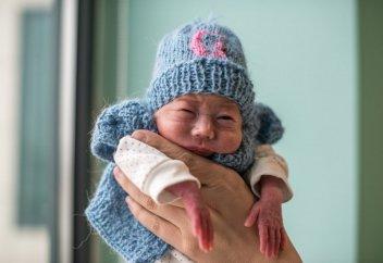 """Моя вторая """"мама"""". Как выхаживают самых маленьких казахстанцев (фото)"""
