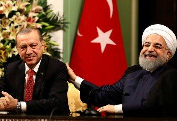 Иран и Турция отворачиваются от доллара США – эксперт