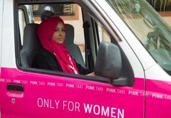 Пәкістанда тек әйелдерге арналған такси жұмыс бастады (ФОТО)