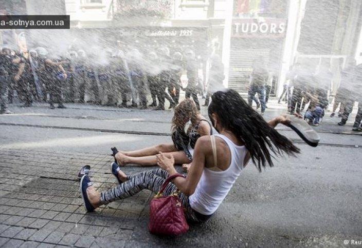 Гей-парад в Стамбуле не прошел