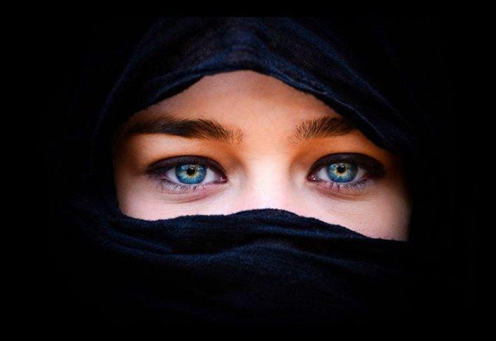Должно ли быть одеяние по шариату «чёрного цвета»?