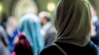 """""""Осындайлардан қорқу керек"""": Хиджабтағы қыздардың әңгімесі"""