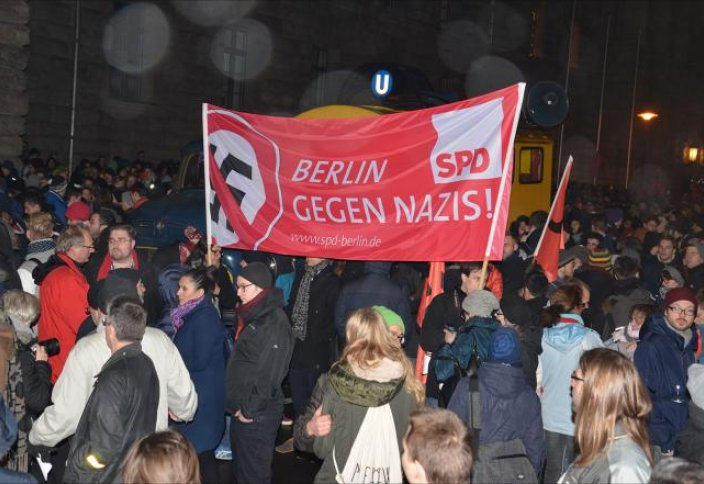 Германияда исламофобтарға және исламдануға қарсы шеру өтті