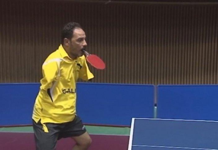 Екі қолы жоқ мұсылман үстел теннисін үйренді (ВИДЕО)