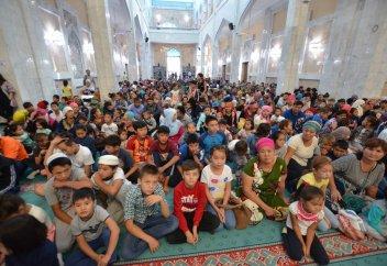 БАС МҮФТИ 1000 БАЛАНЫ МЕКТЕПКЕ ӘЗІРЛЕДІ (ФОТО)