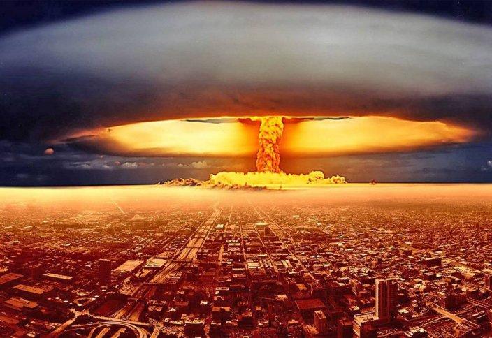 Риторикалық сауал: АҚШ ядролық бағдарламасы үшін Иранға қысым көрсетеді де ядролық қаруға ие Пәкістанға келгенде неге «жұмған аузын ашпайды»?