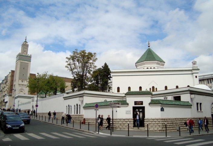 Нехватка мечетей во Франции приводит к радикализации мусульман