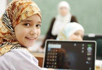 Чиновники рассказали, как поступят с детьми, пришедшими в школу в хиджабах