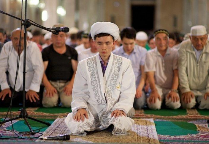Намаздағы имамның дәреті бұзылса, не істейді?