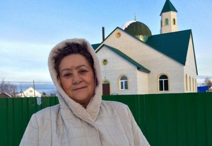 Женщина построила мечеть