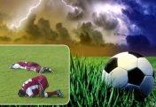 Разное: Молния ударила в футболистов прямо во время матча (видео)