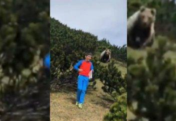 Разные: Мальчик проявил чудеса выдержки и ушел от преследовавшего его медведя (видео)